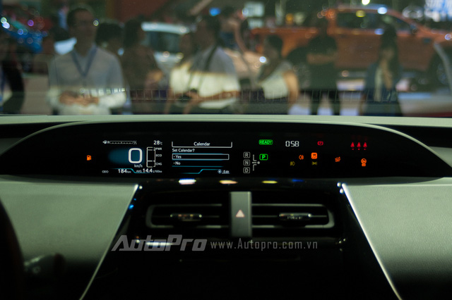 Toyota rục rịch đưa xe xanh siêu tiết kiệm xăng Prius về Việt Nam, chờ ưu đãi thuế - Ảnh 6.