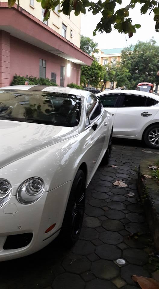 Xót xa với Bentley Continental GT Speed bị vặt gương tại Hà thành - Ảnh 1.
