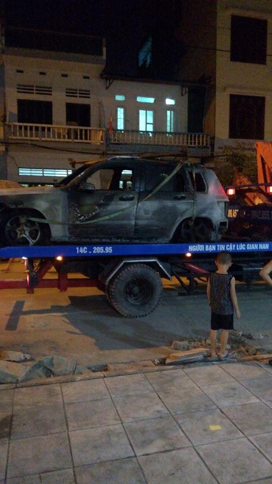 Quảng Ninh: Mercedes-Benz GLK cháy như đuốc trong đêm - Ảnh 3.