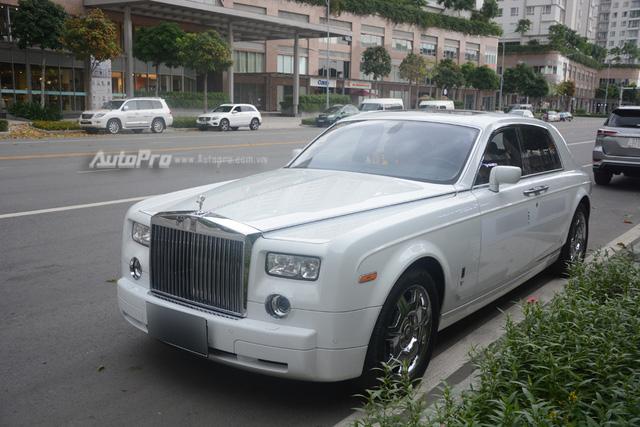 Hàng hiếm Rolls-Royce Phantom Rồng xuất hiện trong buổi khai trương một cửa hàng tại quận 2 - Ảnh 11.