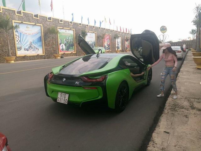 BMW i8 của hot girl Sài thành lại thay áo màu cá tính - Ảnh 2.