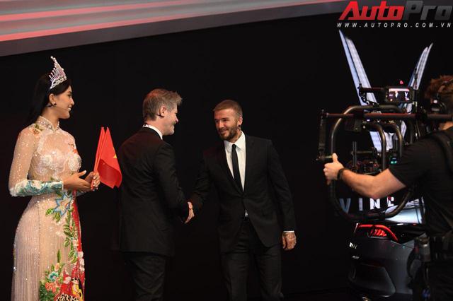 Ảnh: David Beckham cùng Hoa hậu Việt Nam 2018 Trần Tiểu Vy bên cạnh cặp đôi xe VinFast tại Paris - Ảnh 4.