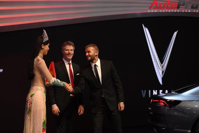 Ảnh: David Beckham cùng Hoa hậu Việt Nam 2018 Trần Tiểu Vy bên cạnh cặp đôi xe VinFast tại Paris - Ảnh 5.