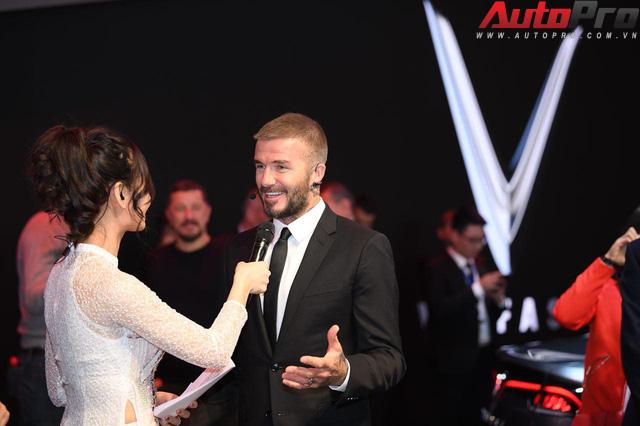 Ảnh: David Beckham cùng Hoa hậu Việt Nam 2018 Trần Tiểu Vy bên cạnh cặp đôi xe VinFast tại Paris - Ảnh 7.