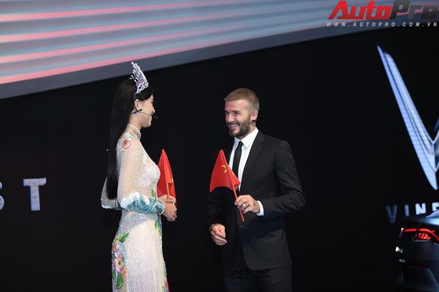 Ảnh: David Beckham cùng Hoa hậu Việt Nam 2018 Trần Tiểu Vy bên cạnh cặp đôi xe VinFast tại Paris - Ảnh 9.