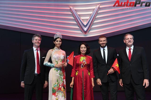 Ảnh: David Beckham cùng Hoa hậu Việt Nam 2018 Trần Tiểu Vy bên cạnh cặp đôi xe VinFast tại Paris - Ảnh 12.