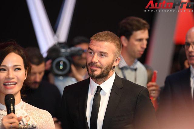 Ảnh: David Beckham cùng Hoa hậu Việt Nam 2018 Trần Tiểu Vy bên cạnh cặp đôi xe VinFast tại Paris - Ảnh 6.