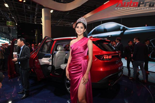 Ảnh: David Beckham cùng Hoa hậu Việt Nam 2018 Trần Tiểu Vy bên cạnh cặp đôi xe VinFast tại Paris - Ảnh 13.