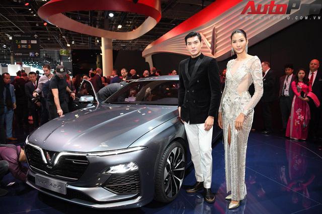 Ảnh: David Beckham cùng Hoa hậu Việt Nam 2018 Trần Tiểu Vy bên cạnh cặp đôi xe VinFast tại Paris - Ảnh 18.