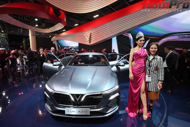 Ảnh: David Beckham cùng Hoa hậu Việt Nam 2018 Trần Tiểu Vy bên cạnh cặp đôi xe VinFast tại Paris - Ảnh 17.