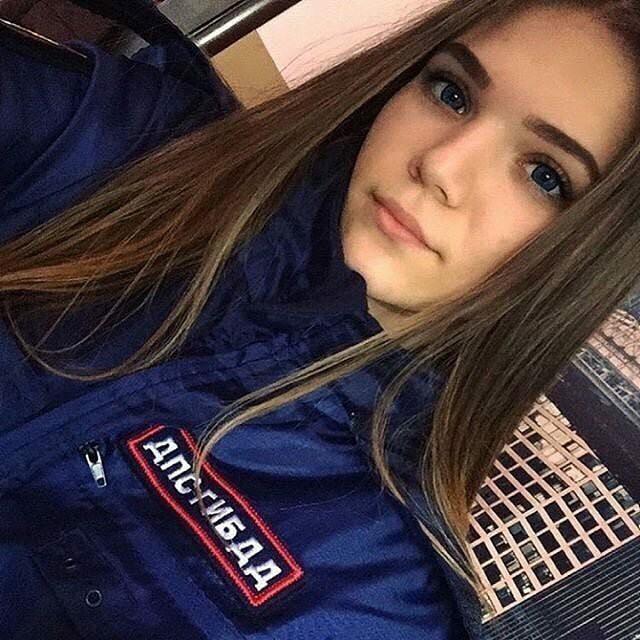 Bộ ảnh nữ cảnh sát giao thông Nga xinh đẹp khiến mọi nam tài xế đều mê mẩn ngắm nhìn - Ảnh 10.