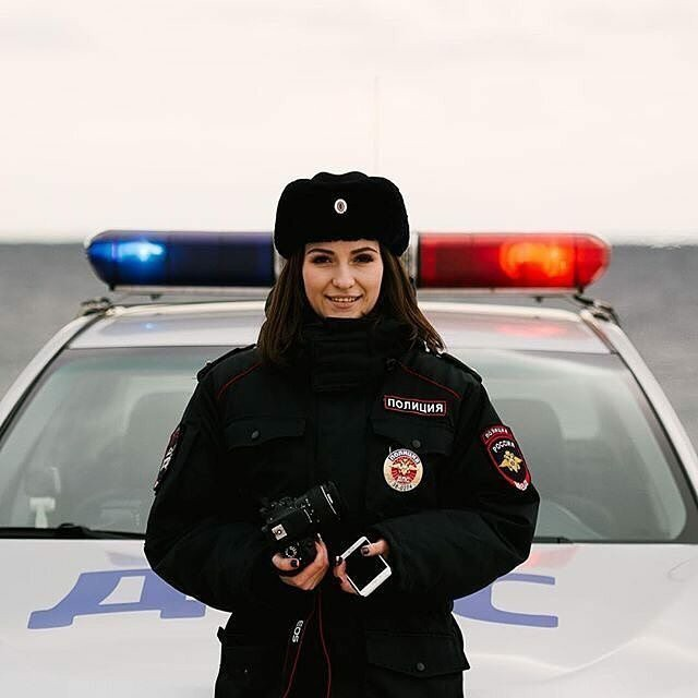 Bộ ảnh nữ cảnh sát giao thông Nga xinh đẹp khiến mọi nam tài xế đều mê mẩn ngắm nhìn - Ảnh 1.