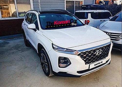 Hyundai Santa Fe 2019 tiếp tục lộ ảnh thực tế - Ảnh 1.