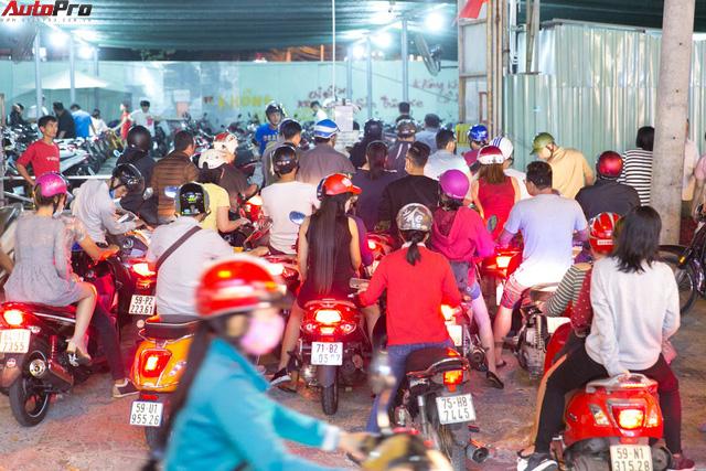 [Chùm ảnh] Phố Hoa Nguyễn Huệ rực sáng chào đón Tết Mậu Tuất - Ảnh 5.