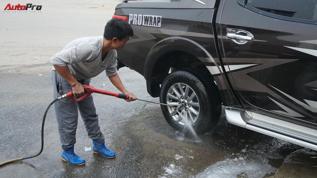 Loạn giá rửa xe cận Tết - có giá riêng cho xe nam và xe nữ - Ảnh 9.