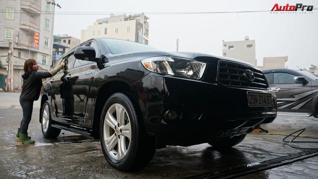 Loạn giá rửa xe cận Tết - có giá riêng cho xe nam và xe nữ - Ảnh 10.