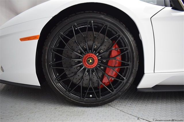 "Gia Lai Team bổ sung một ""siêu bò"" Lamborghini Aventador S - Ảnh 6."