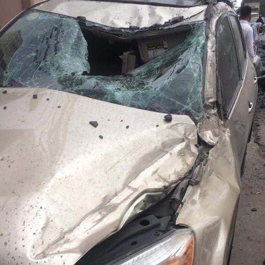 Hải Phòng: Húc vào xe khác rồi ngã ra đường, cô gái đi xe máy khiến xe tải đánh lái tránh, lật nhào, gây tai nạn liên hoàn - Ảnh 2.