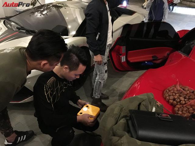 Ca sĩ Tuấn Hưng chăm sóc siêu xe Ferrari 488 GTB trong đêm trước ngày từ Sapa về Hà Nội - Ảnh 1.