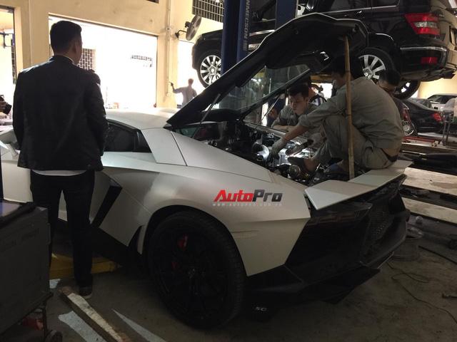Sửa siêu xe Lamborghini kiểu Việt Nam - Chuyên gia cũng phải giật mình - Ảnh 3.