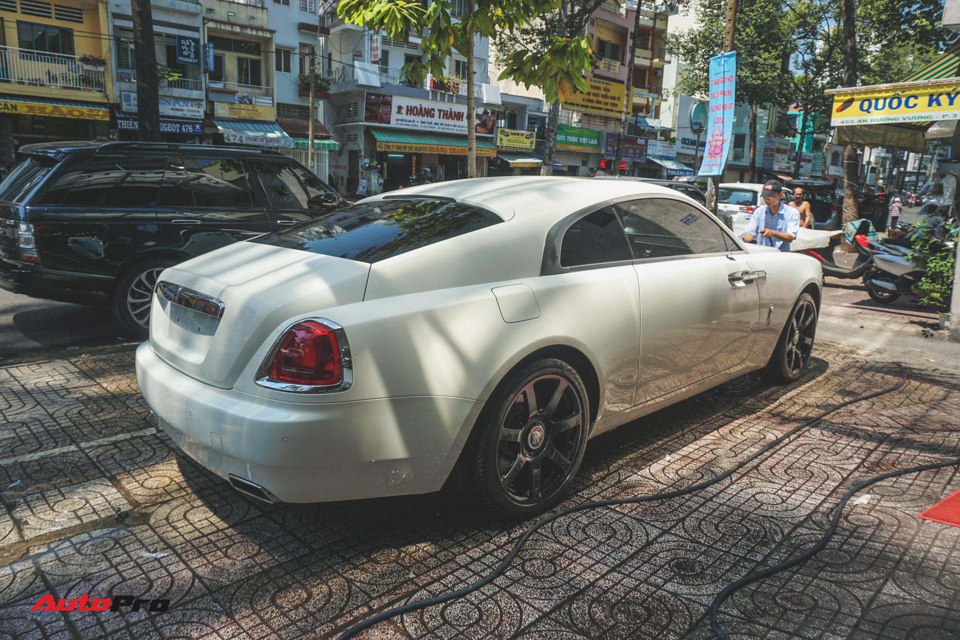 Ông chủ cafe Trung Nguyên mang 2 chiếc Rolls-Royce đến showroom để bán và làm đẹp - Ảnh 6.