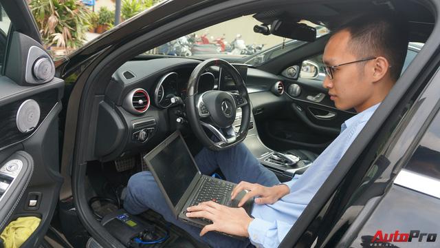 Cách lắp đặt hệ thống kiểm soát hành trình chủ động Distronic Plus trên xe Mẹc với giá 80 triệu đồng - Ảnh 8.