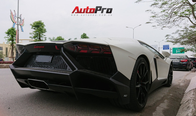 Bộ đôi Lamborghini Aventador độ khủng và Rolls-Royce Phantom chưa biển dạo chơi tại Hải Phòng - Ảnh 2.