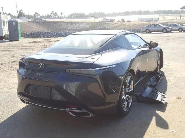 Chiếc Lexus bị luộc sạch đồ rao bán với giá hơn 20.000 USD khiến cộng đồng mạng tranh cãi - Ảnh 3.