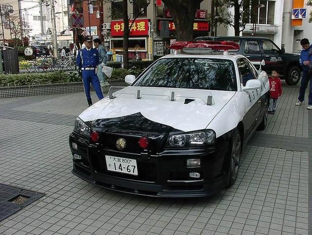 Đại gia bí ẩn tặng Nissan GT-R cho lực lượng cảnh sát Nhật Bản - Ảnh 7.