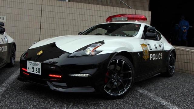 Đại gia bí ẩn tặng Nissan GT-R cho lực lượng cảnh sát Nhật Bản - Ảnh 13.