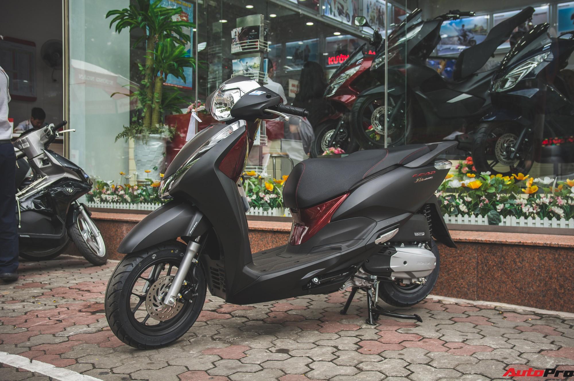 Chi tiết Honda LEAD đen mờ mới - Lựa chọn ngầu của chị em Ninja -