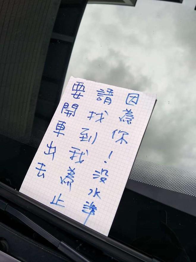 Vô tư vào nhà người khác để xe rồi bỏ đi chơi, thanh niên nhận được lời nhắn cực đắng khi chủ nhà trở về - Ảnh 2.