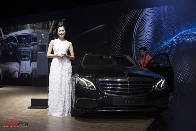 Mercedes-Benz E-Class nâng công nghệ, giữ giá bán - Thêm bất lợi cho BMW 5-Series và Audi A6 tại Việt Nam - Ảnh 4.