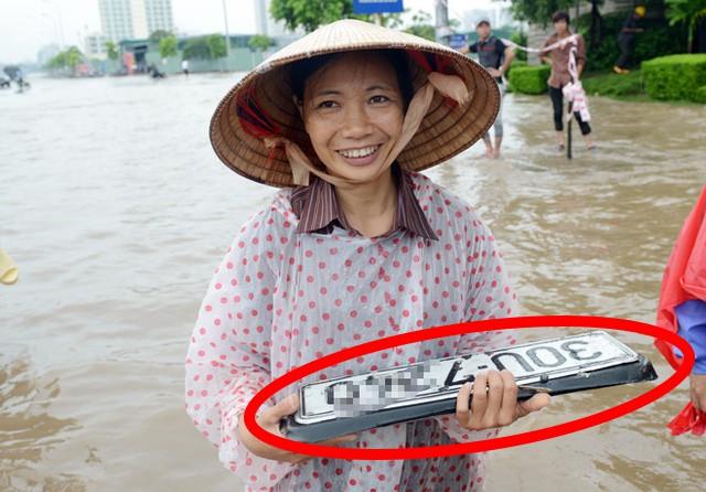 Vì sao biển số xe hay lạc trôi khi ô tô đi qua vùng nước ngập? - Ảnh 7.