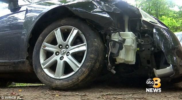 Trộm xe của bố mẹ nuôi đi chơi, cậu bé 10 tuổi gây tai nạn kinh hoàng - ảnh 1