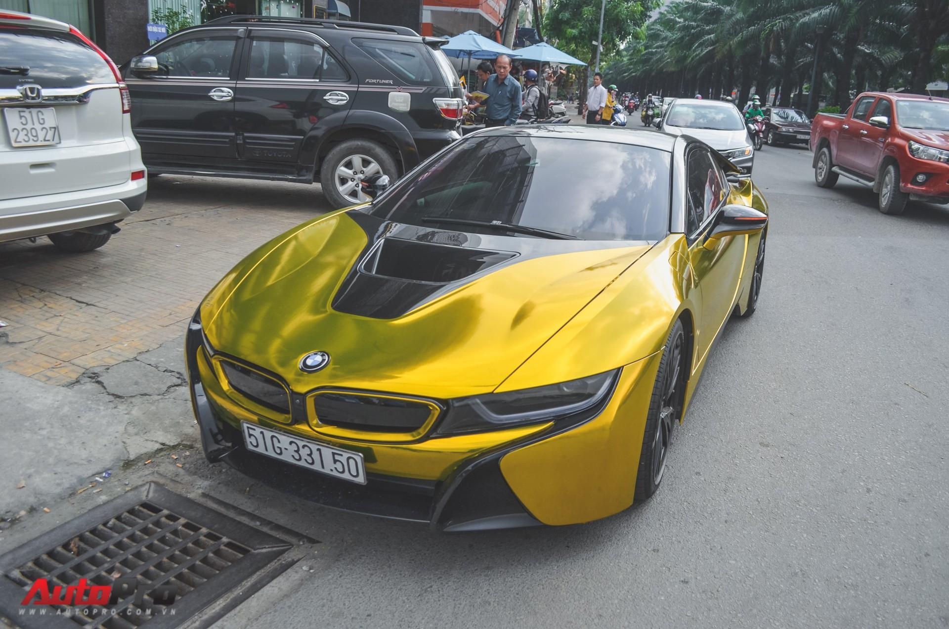 Sieu Xe Bmw I8 Dan Decal Vang Chrome Nổi Bật đon Năm Mới Tại Sai Gon
