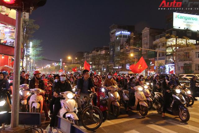 U23 Việt Nam tiến vào chung kết - đêm không ngủ của giao thông Hà Nội - Ảnh 2.