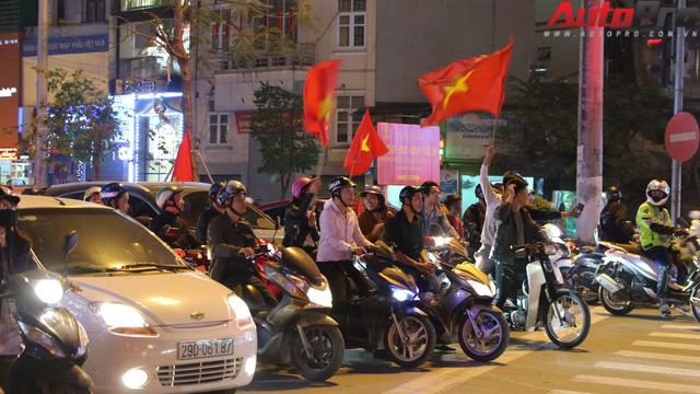 U23 Việt Nam tiến vào chung kết - đêm không ngủ của giao thông Hà Nội - Ảnh 5.