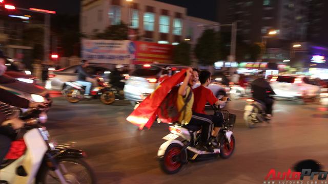 U23 Việt Nam tiến vào chung kết - đêm không ngủ của giao thông Hà Nội - Ảnh 10.