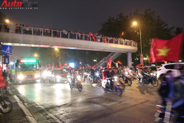 U23 Việt Nam tiến vào chung kết - đêm không ngủ của giao thông Hà Nội - Ảnh 8.
