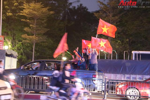 U23 Việt Nam tiến vào chung kết - đêm không ngủ của giao thông Hà Nội - Ảnh 7.