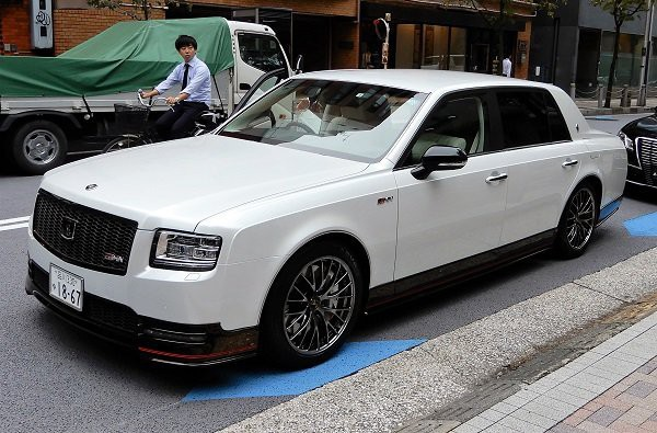 Sếp Toyota mang Rolls-Royce Nhật Century siêu ngầu tới đường đua - Ảnh 2.