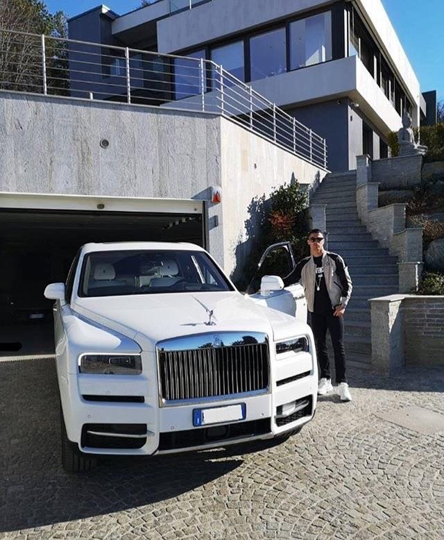 Cristiano Ronaldo khoe Rolls-Royce Cullinan mới sắm, người Việt vẫn ngóng đợi xe về để chiêm ngưỡng - Ảnh 1.