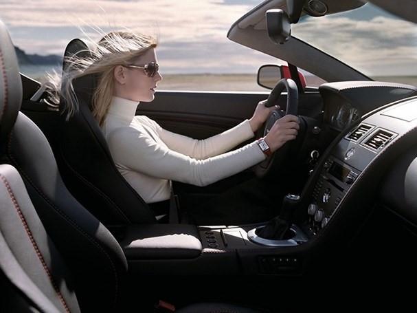 """""""Thảm hoạ"""" khi phụ nữ lái xe bằng giày cao gót - Ảnh 3."""