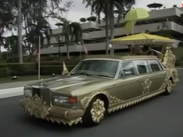 Sở hữu 500 siêu xe Rolls-Royce, Quốc vương Brunei sống xa hoa như thế nào? - Ảnh 14.