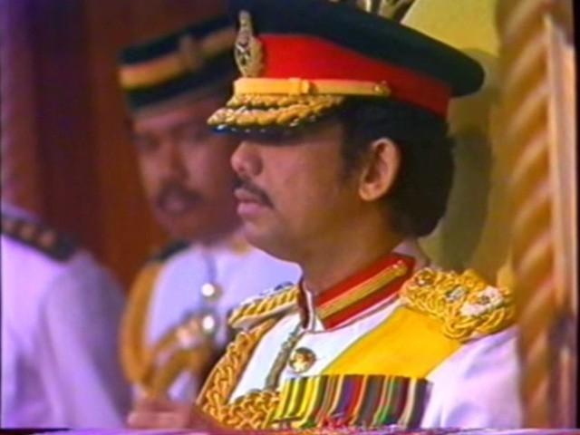 Sở hữu 500 siêu xe Rolls-Royce, Quốc vương Brunei sống xa hoa như thế nào? - Ảnh 15.