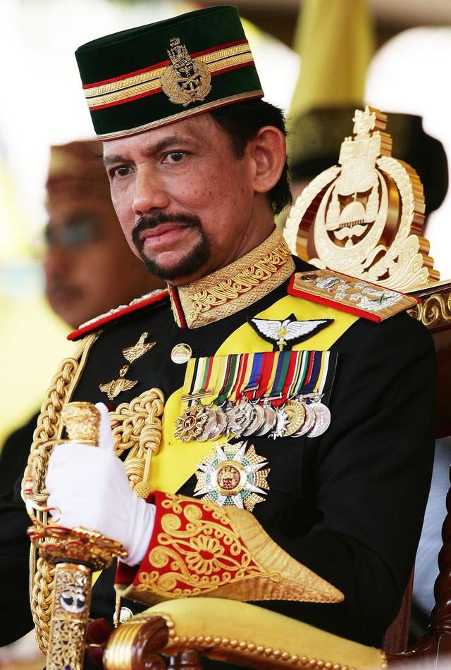 Sở hữu 500 siêu xe Rolls-Royce, Quốc vương Brunei sống xa hoa như thế nào? - Ảnh 16.