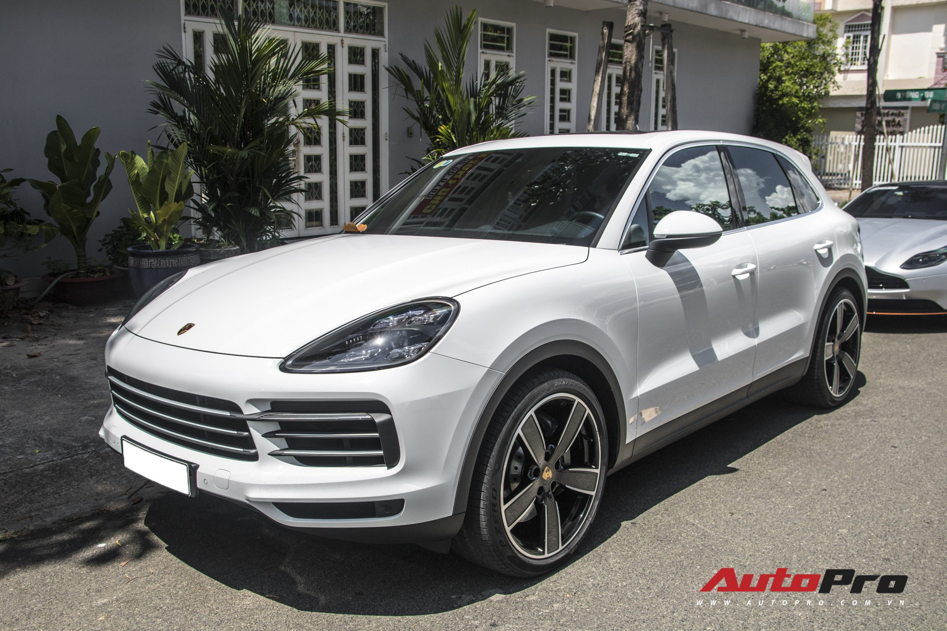 Cường Đô-la, Đàm Thu Trang mạnh tay chi hơn 7 tỷ đồng tậu Porsche Cayenne S thế hệ mới - Ảnh 3.