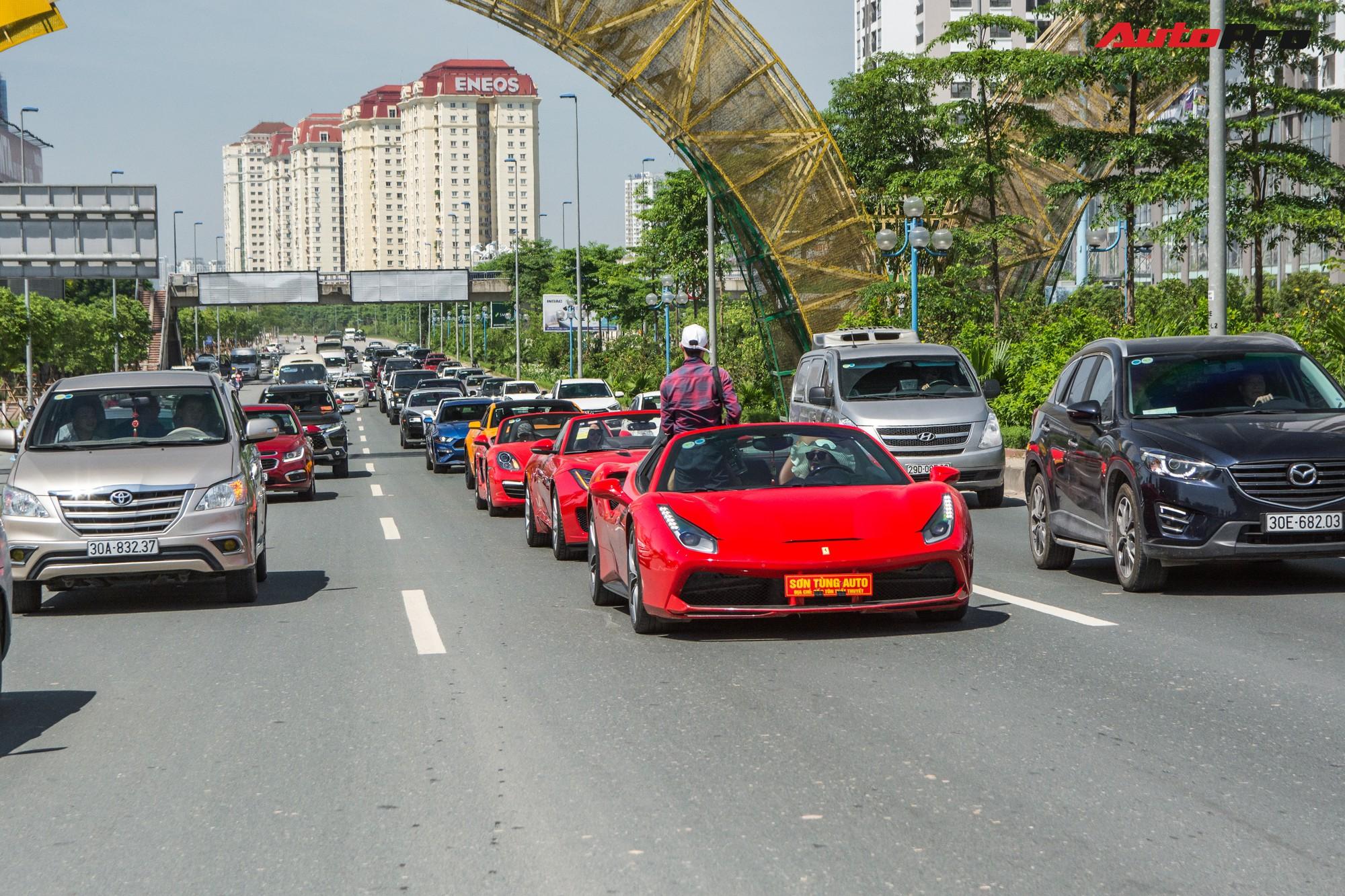 Dàn siêu xe, xe thể thao và xe siêu sang trị giá cả trăm tỷ diễu hành trên phố Hà Nội - Ảnh 3.