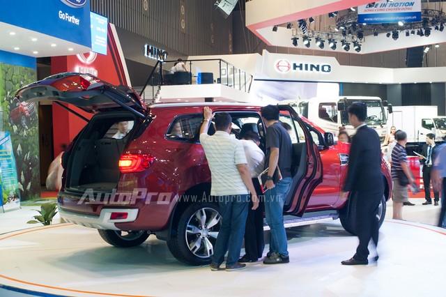 Ford Everest thế hệ mới tham gia triển lãm VMS 2015 nhưng không được công bố giá bán.